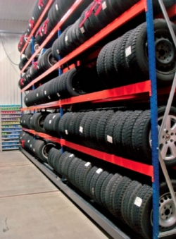 Mobile shelf racks for tires